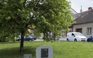 Švihov. Pamětní deska u Lípy svobody Jana Palacha