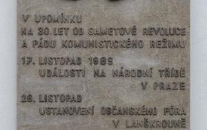 Lanškroun. Pamětní deska k 30. výročí Listopadu 1989