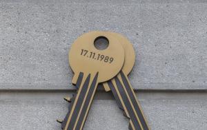 Šumperk. Pamětní deska k 30. výročí Listopadu 1989