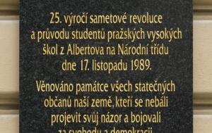 Praha 2. Pamětní deska k 25. výročí Listopadu 1989
