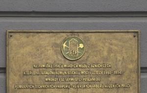 České Budějovice. Pamětní deska pomocným technickým praporům