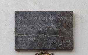 Brušperk. Pamětní deska obětem komunismu