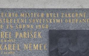 Praha 4. Pamětní deska Karlu Pariškovi a Karlu Němcovi