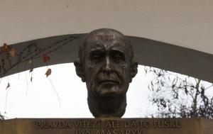 Praha 2. Pamětní deska Janu Masarykovi