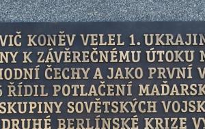 Praha 6. Pamětní desky u pomníku maršála Koněva