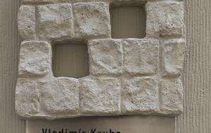 Praha 1. Pamětní deska Vladimíru Krubovi a Františku Kohoutovi