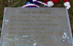 Brandýs nad Labem-Stará Boleslav. Pamětní deska u pomníku TGM