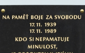 Libčice nad Vltavou. Pamětní deska 17. listopadu 1939 a 1989