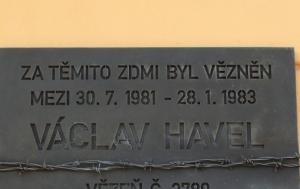 Plzeň. Pamětní deska Václavu Havlovi