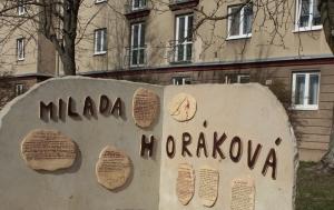 Plzeň. Pomník Miladě Horákové