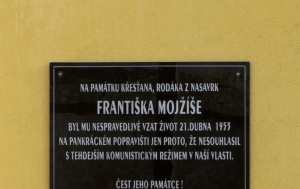 Vilémov-Klášter. Pamětní deska Františku Mojžíšovi