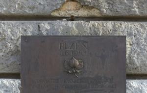 Plzeň. Pamětní deska prvnímu povstání 1953