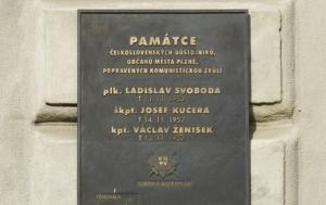 Plzeň. Pamětní deska popraveným československým důstojníkům