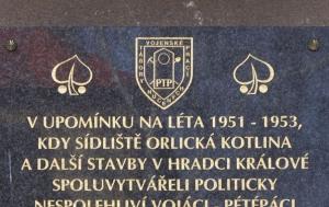 Hradec Králové. Pamětní deska příslušníkům 61. pomocného technického praporu
