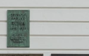 Jaroměř. Pamětní deska Jaroslavu Borkovcovi