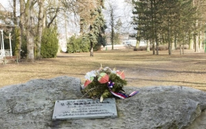 Jaroměř. Pamětní deska zničenému pomníku TGM