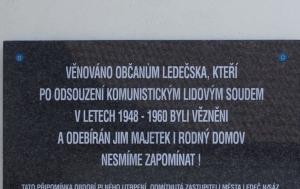 Ledeč nad Sázavou. Pamětní deska obětem politického útlaku v 50. letech