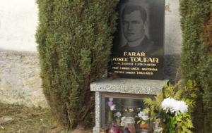 Číhošť. Symbolický hrob Josefa Toufara