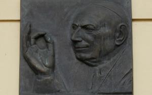 Boskovice. Pamětní deska Tomáši Špidlíkovi