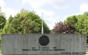 Pardubice. Pomník boji studentů za svobodu 1939 a 1989