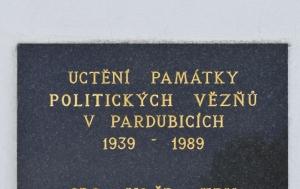 Pardubice. Pamětní deska politickým vězňům 1939–1989