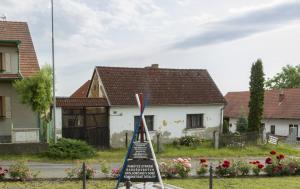 Radošovice. Pomník obětem válek a komunistické totality