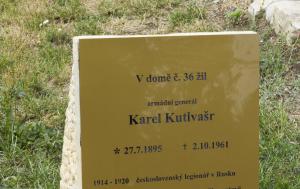 Chomutov. Pamětní deska Karlu Kutlvašrovi