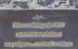 Roudnice nad Labem. Pamětní deska Listopadu 1989