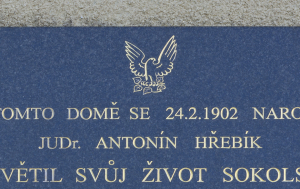 Řevnice. Pamětní deska Antonínu Hřebíkovi
