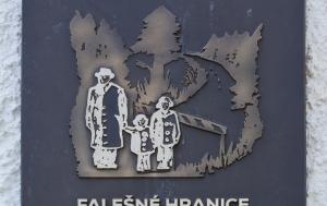 Tři Sekery. Pamětní deska obětem akce Kámen