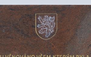 Butoves. Pamětní deska k 30. výročí Listopadu 1989