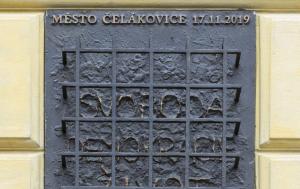 Čelákovice. Pamětní deska obětem nesvobody