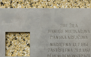 Brno-Žabovřesky. Pamětní deska Danuši Muzikářové