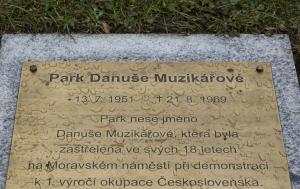 Brno-střed. Pamětní deska Danuši Muzikářové II