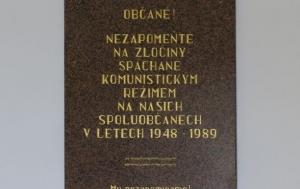 Třebenice. Pamětní deska obětem komunismu