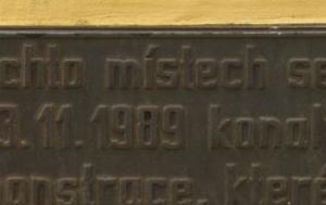 Teplice. Pamětní deska upomínající na ekologické demonstrace 1989