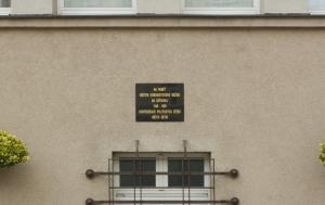 Děčín. Pamětní deska obětem komunismu