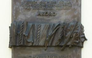 Brno-střed. Pamětní deska redakci revue Akord a Janu Zahradníčkovi