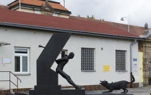 Valdice. Pomník obětem komunismu a politickým vězňům