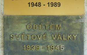 Rataje nad Sázavou. Pamětní deska obětem komunismu