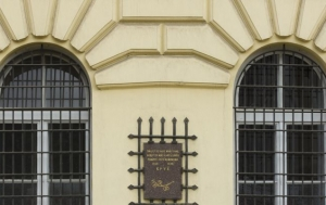 Olomouc. Pamětní deska obětem komunismu