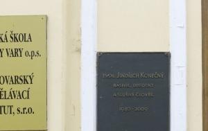 Karlovy Vary. Pamětní deska Jindřichu Konečnému