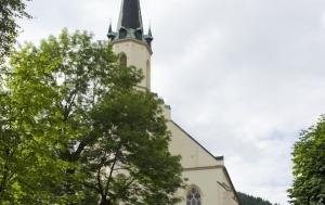 Jáchymov. Křížová cesta ke svobodě (pomník Brána svobody a pamětní kameny)