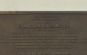 Velké Pavlovice. Pamětní deska Františku Štambachrovi