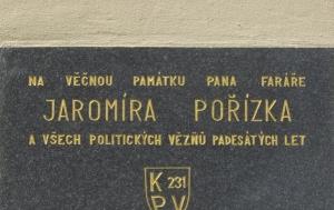 Dolní Bojanovice. Pamětní deska Jaromíru Pořízkovi