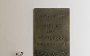 Frýdek-Místek. Pamětní deska obětem boje za svobodu a demokracii 1939 a 1989