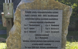 Lhotka u Tasova. Pomník násilně vystěhovaným sedlákům