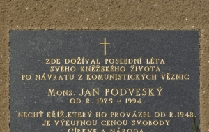 Kuřimská Nová Ves. Pamětní deska Janu Podveskému