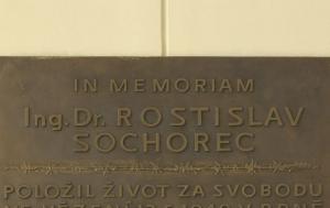 Brno-střed. Pamětní deska Rostislavu Sochorcovi