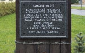 Vranovice. Pamětní deska obětem komunistické perzekuce